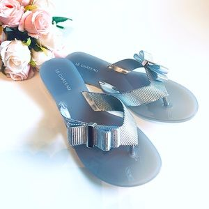 NEW Le Chateau Chic Silver flip flops Sandals Sz 7
